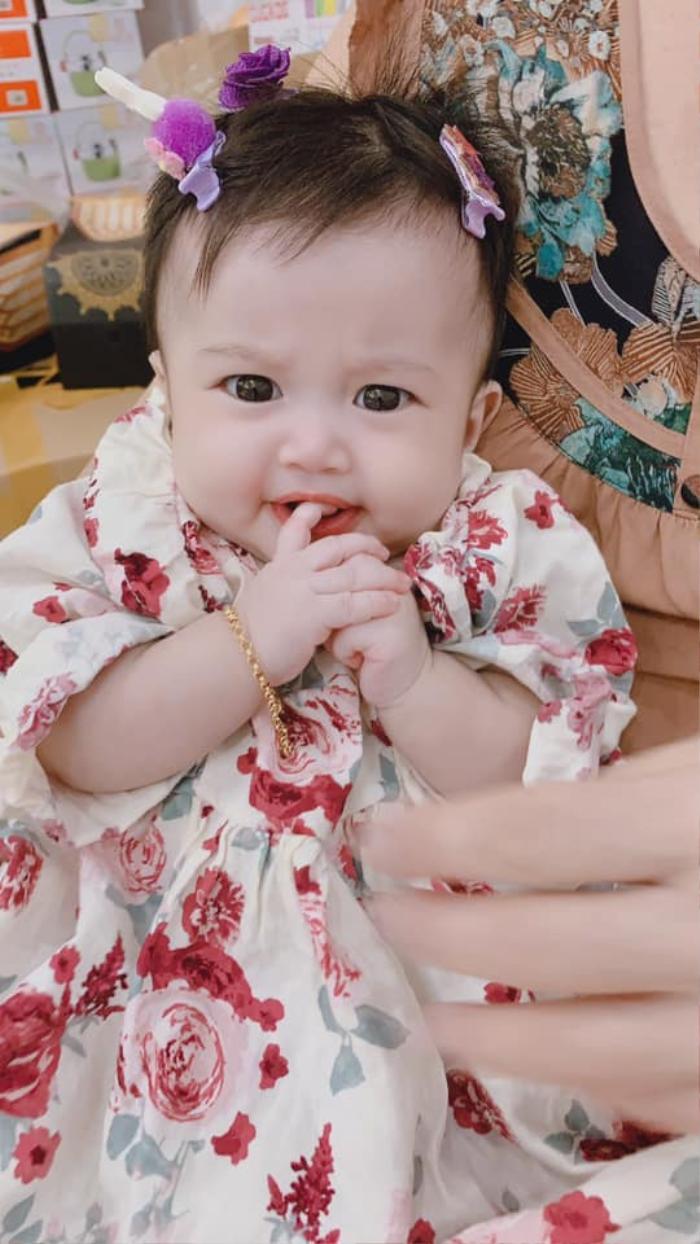 Mới 6 tháng, con gái Lê Dương Bảo Lâm đã bị ba đưa đi 'lao động' kiếm tiền Ảnh 3