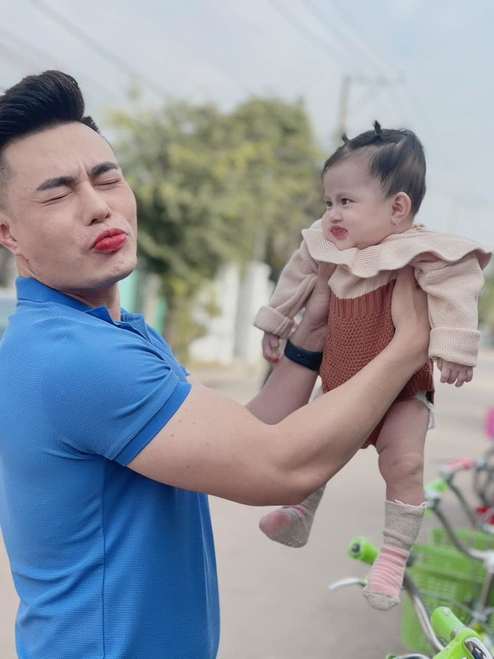 Mới 6 tháng, con gái Lê Dương Bảo Lâm đã bị ba đưa đi 'lao động' kiếm tiền Ảnh 6
