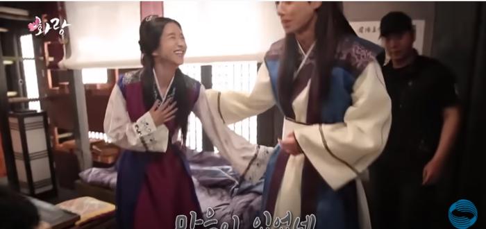 Park Seo Joon 'né thính' Seo Ye Ji vì sợ Go Ara ghen tuông? Ảnh 4