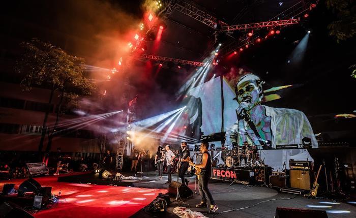 Bức Tường đưa Trần Lập 'trở về' trong sân khấu dưới mưa trước hàng ngàn khán giả Ảnh 18