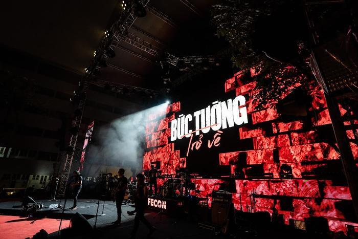 Bức Tường đưa Trần Lập 'trở về' trong sân khấu dưới mưa trước hàng ngàn khán giả Ảnh 21