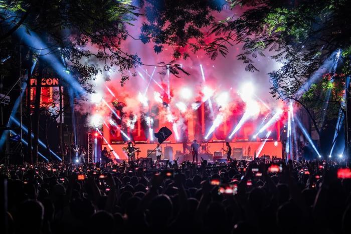 Bức Tường đưa Trần Lập 'trở về' trong sân khấu dưới mưa trước hàng ngàn khán giả Ảnh 12