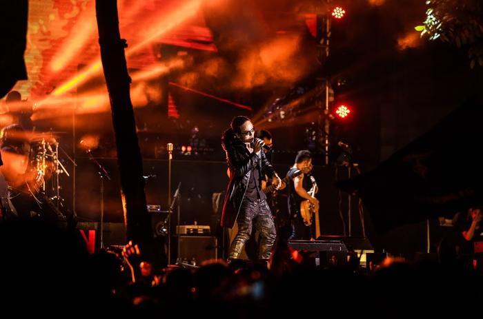 Bức Tường đưa Trần Lập 'trở về' trong sân khấu dưới mưa trước hàng ngàn khán giả Ảnh 10