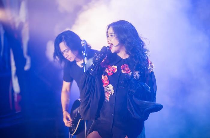 Bức Tường đưa Trần Lập 'trở về' trong sân khấu dưới mưa trước hàng ngàn khán giả Ảnh 22
