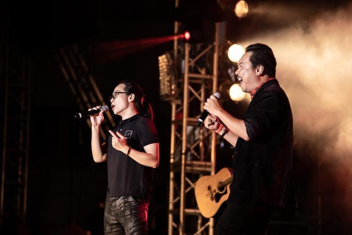Bức Tường đưa Trần Lập 'trở về' trong sân khấu dưới mưa trước hàng ngàn khán giả Ảnh 9