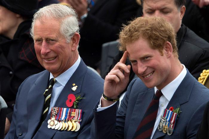 Thái tử Charles muốn đi dạo với Hoàng tử Harry trước khi con trai trở về Mỹ Ảnh 1