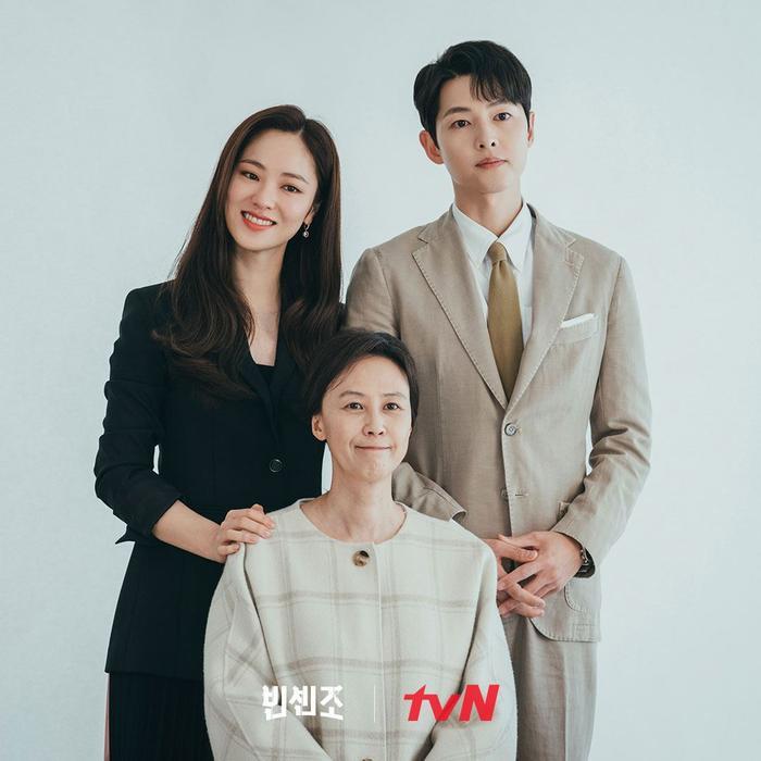 'Vincenzo': Song Joong Ki mê đắm Jeon Yeo Bin khi cô diện trang phục Hanbok Ảnh 7