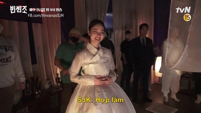 'Vincenzo': Song Joong Ki mê đắm Jeon Yeo Bin khi cô diện trang phục Hanbok Ảnh 1