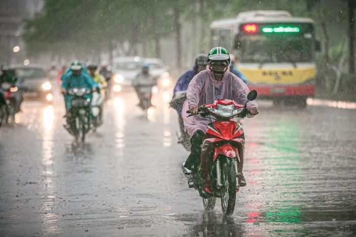 Dự báo thời tiết hôm nay và ngày mai 21/4: Hà Nội, TPHCM tiếp tục đón mưa dông Ảnh 1