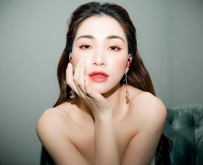 Ngẫu hứng 'test loa', Hòa Minzy có ngay bản cover 'Sài Gòn đau lòng quá' cực xịn xò Ảnh 1