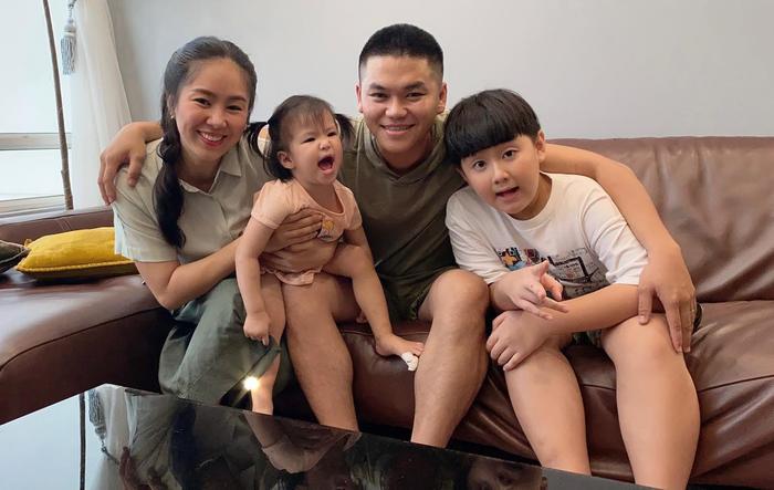 Lê Phương khoe con trai được chồng trẻ cắt tóc: Có ba cắt tóc là đẹp hơn bao người rồi Ảnh 1