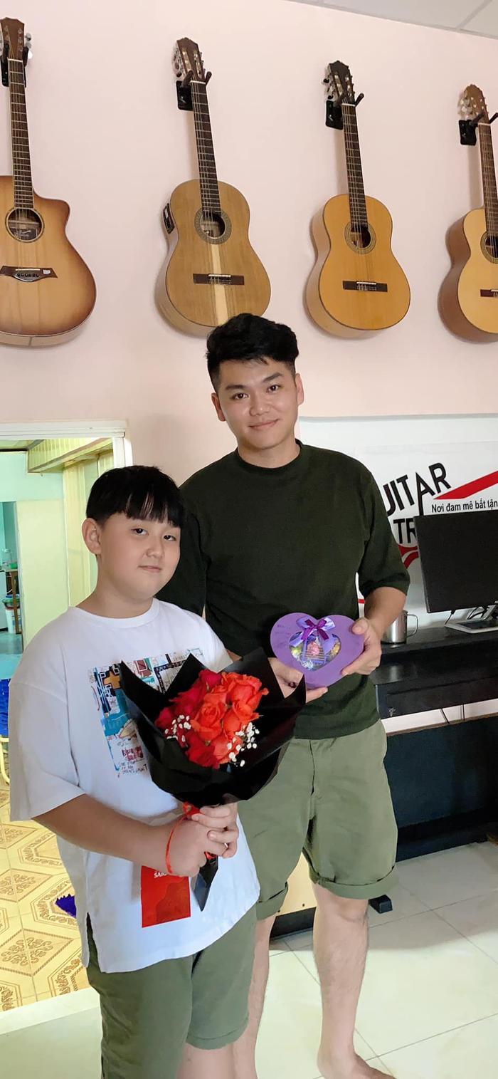 Lê Phương khoe con trai được chồng trẻ cắt tóc: Có ba cắt tóc là đẹp hơn bao người rồi Ảnh 9