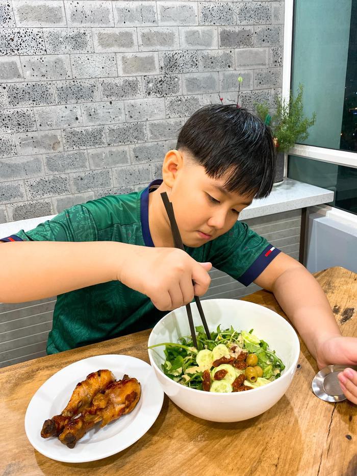 Lê Phương khoe con trai được chồng trẻ cắt tóc: Có ba cắt tóc là đẹp hơn bao người rồi Ảnh 4