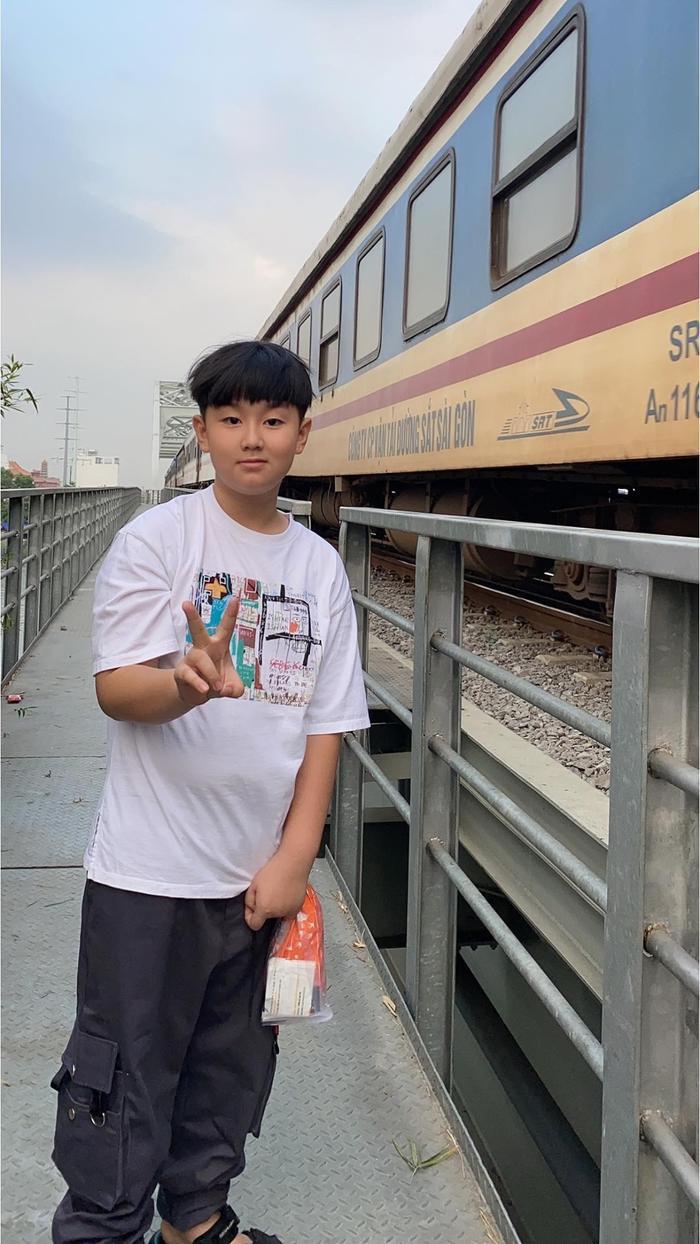 Lê Phương khoe con trai được chồng trẻ cắt tóc: Có ba cắt tóc là đẹp hơn bao người rồi Ảnh 8