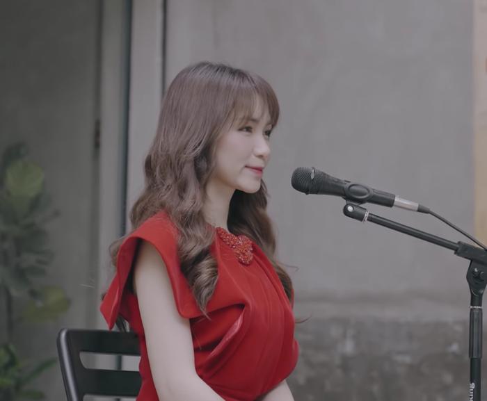 Hòa Minzy cover nhạc phim Việt đình đám một thời, dân mạng 'nửa khen nửa chê' không bằng bản gốc Ảnh 2