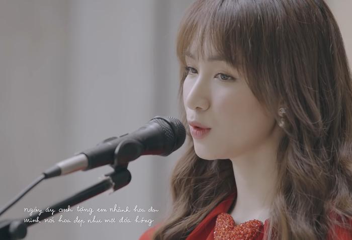 Hòa Minzy cover nhạc phim Việt đình đám một thời, dân mạng 'nửa khen nửa chê' không bằng bản gốc Ảnh 4
