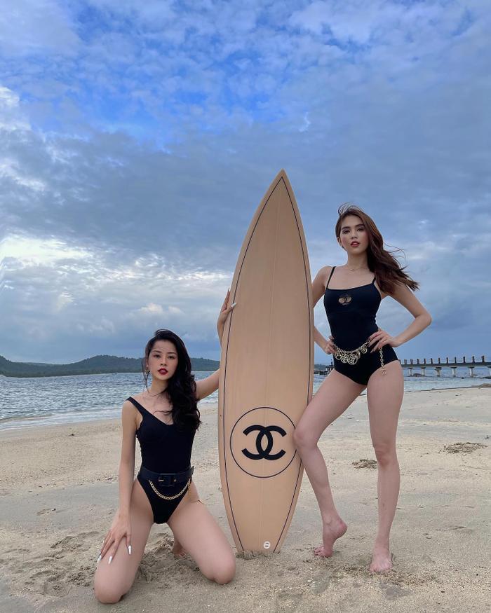 Giữa ồn ào với Nathan Lee, Ngọc Trinh thản nhiên khoe clip mặc bikini đọ dáng 'bốc lửa' cùng Chi Pu Ảnh 4