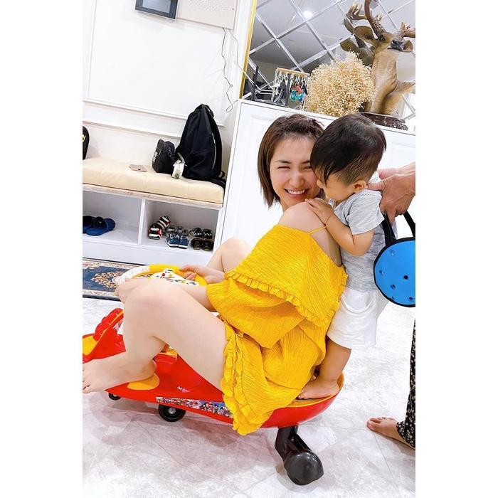 Sau bé Winnie, đến lượt con trai Hòa Minzy được mẹ khoe khả năng hát hò đầy tiềm năng Ảnh 1