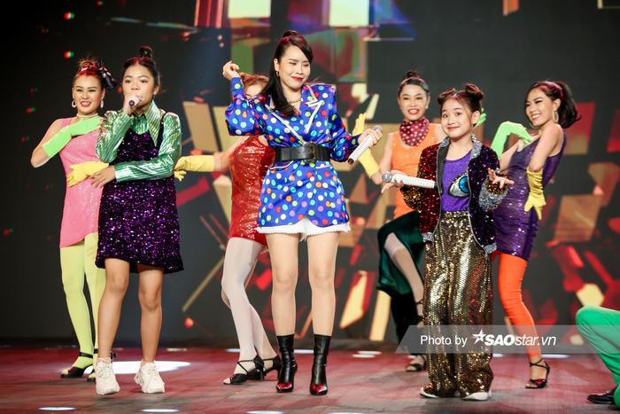 Hồ Hoài Anh - Lưu Hương Giang cùng 2 trò cưng Thùy Trang - Hà Anh mang vũ điệu Daddy Cool khuấy đảo chung Ảnh 2