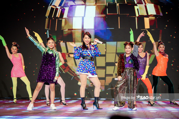 Hồ Hoài Anh - Lưu Hương Giang cùng 2 trò cưng Thùy Trang - Hà Anh mang vũ điệu Daddy Cool khuấy đảo chung Ảnh 3