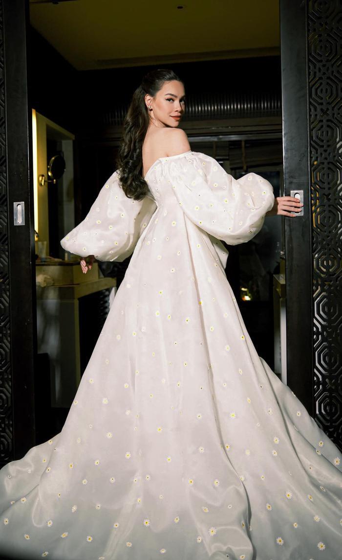 Hồ Ngọc Hà diện váy trễ vai bồng bềnh đẹp như nàng công chúa Ảnh 1