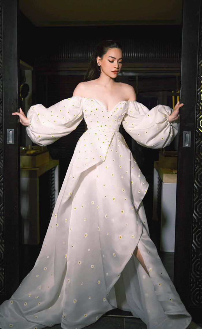 Hồ Ngọc Hà diện váy trễ vai bồng bềnh đẹp như nàng công chúa Ảnh 3