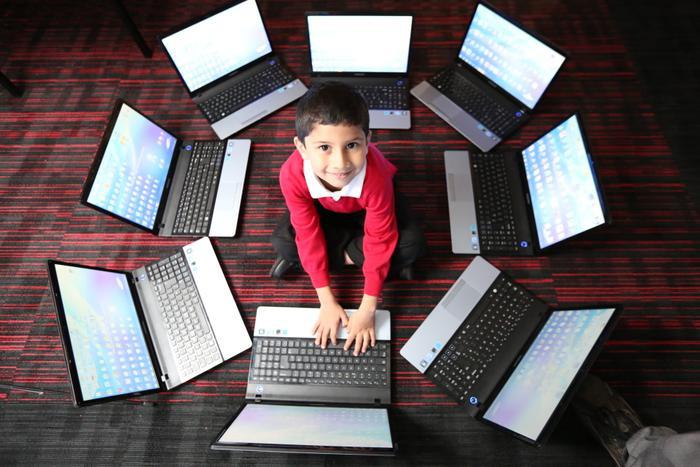 Cô bé 4 tuổi lập kỷ lục thế giới khi giành được chứng nhận chuyên gia của Microsoft Ảnh 3
