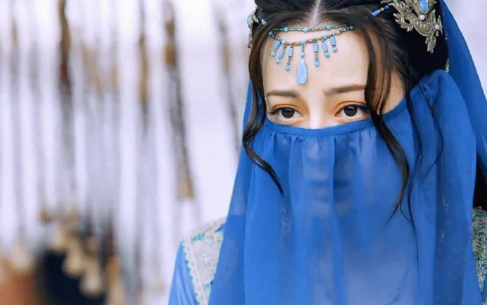 Fan muốn Địch Lệ Nhiệt Ba kiêm hai vai nữ chính lẫn nữ phụ để tránh tình cảnh bị 'cướp spotlight'