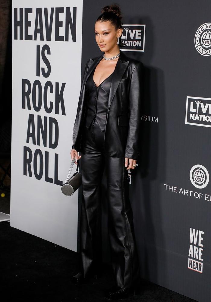 Hoa hậu Tiểu Vy đẹp vượt mặt chân dài triệu đô Bella Hadid khi diện cây đồ đen bao ngầu Ảnh 8