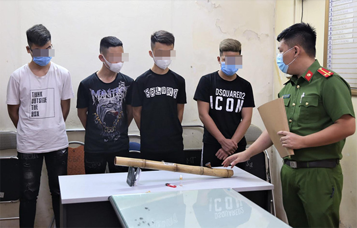 4 học sinh THPT tẩm ma túy vào thuốc lào rồi sử dụng điếu cày để hút Ảnh 1