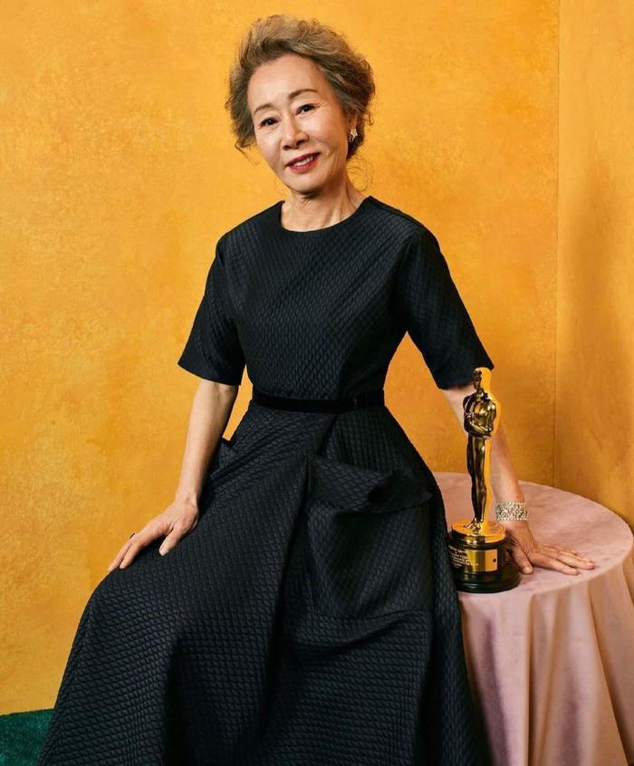 Nữ diễn viên Hàn Quốc đầu tiên nhận giải Oscar 'chuộng' trang phục đen
