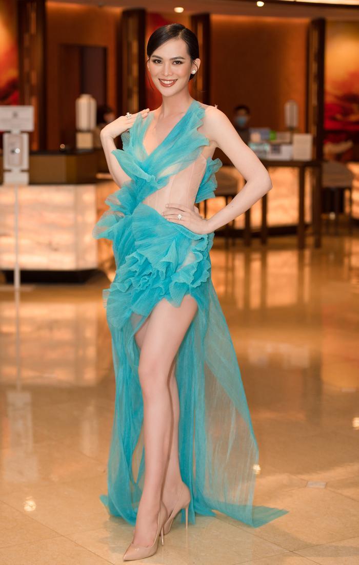 Người đẹp được yêu thích nhất MUV 2015 gây choáng với body sau sinh 4 tháng Ảnh 4