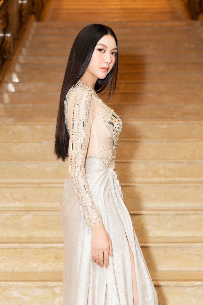 Á hậu Thúy Vân bùng nổ 'nhan sắc' khi diện váy xuyên thấu đẹp hoàn hảo Ảnh 3