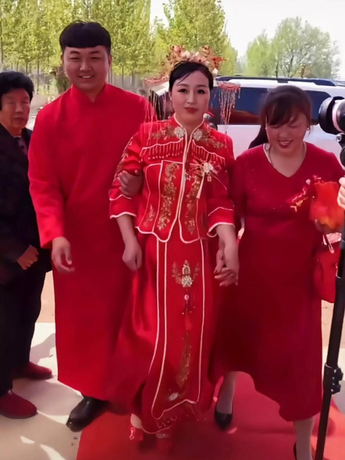 Cô dâu 50 tuổi cưới chú rể đáng tuổi con, mẹ chồng có thái độ bất ngờ Ảnh 3