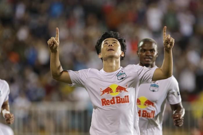 Công Phượng, Minh Vương nổ súng, HAGL độc chiếm ngôi đầu V-League Ảnh 1