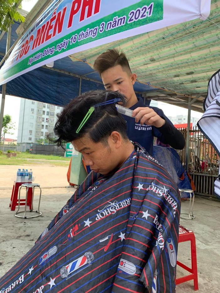 Anh thợ cắt tóc 'nhận lương' bằng nụ cười: 'Ai cũng có thể tô điểm cho cuộc đời bằng những điều thật đẹp' Ảnh 2