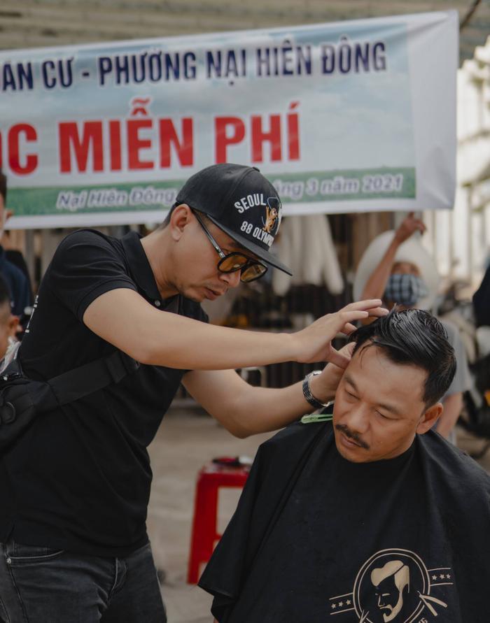 Anh thợ cắt tóc 'nhận lương' bằng nụ cười: 'Ai cũng có thể tô điểm cho cuộc đời bằng những điều thật đẹp' Ảnh 1