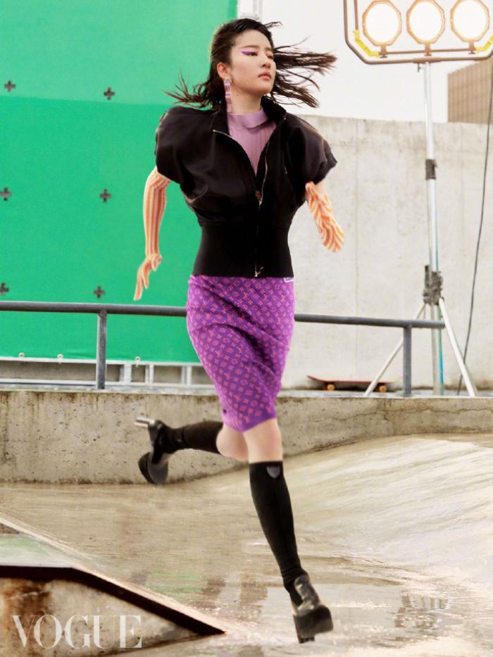 Không còn quê mùa, Lưu Diệc Phi mang đậm thần thái high fashion trên bìa tạp chí Vogue China Ảnh 4