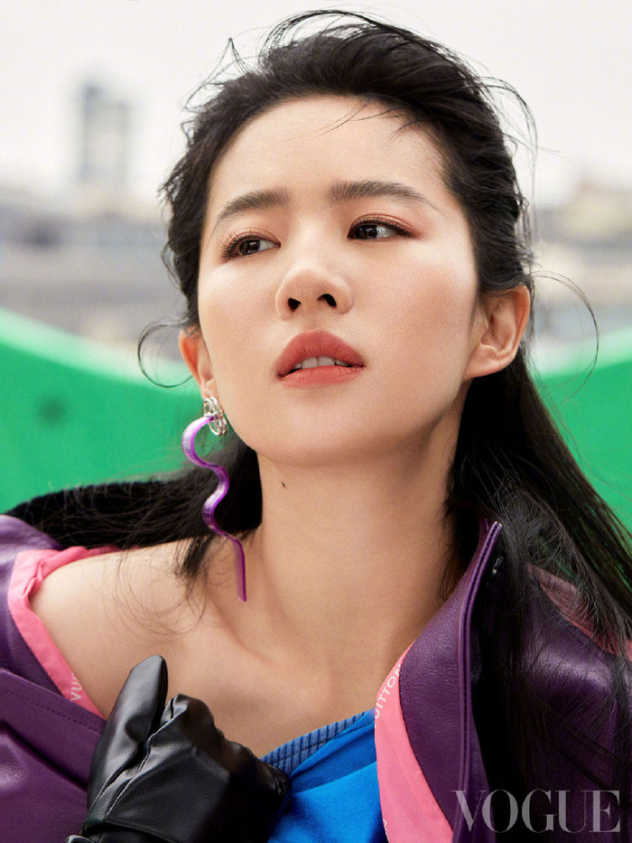 Không còn quê mùa, Lưu Diệc Phi mang đậm thần thái high fashion trên bìa tạp chí Vogue China Ảnh 2