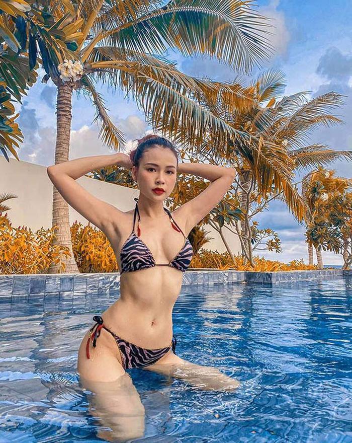 Chi Pu, Ngọc Trinh mê mốt bikini lửng lơ, quyến rũ đấy nhưng sóng đánh một phát thì coi chừng Ảnh 4