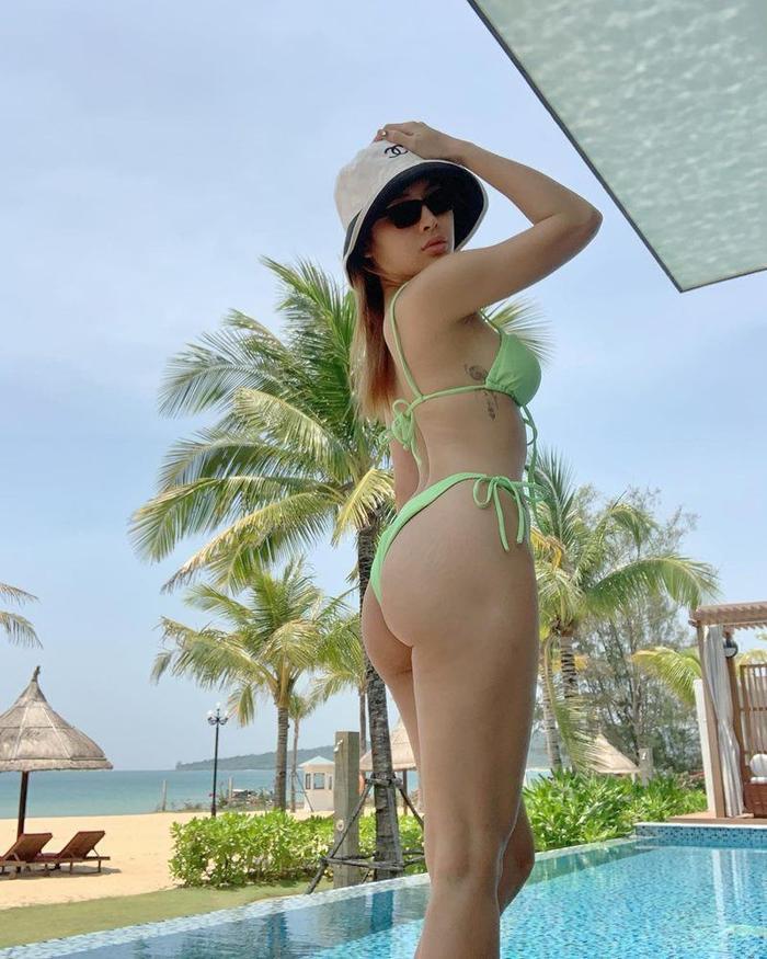 Chi Pu, Ngọc Trinh mê mốt bikini lửng lơ, quyến rũ đấy nhưng sóng đánh một phát thì coi chừng Ảnh 5