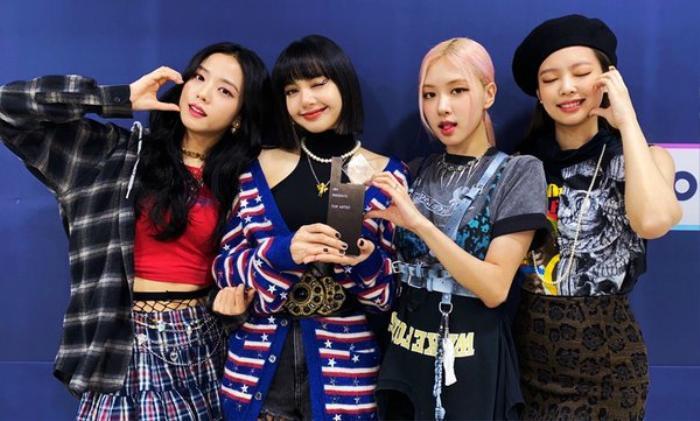 Với The Album, BLACKPINK là nhóm nhạc nữ đầu tiên trong lịch sử đạt được thành tích này. Ảnh 1