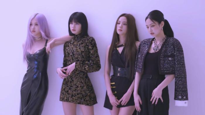 Với The Album, BLACKPINK là nhóm nhạc nữ đầu tiên trong lịch sử đạt được thành tích này. Ảnh 4