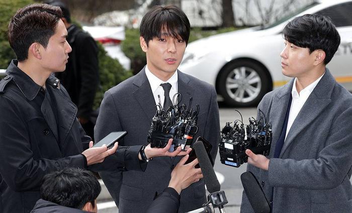 Choi Jong Hoon bật khóc xin lỗi Seungri trong phiên tòa xét xử trong quân đội Ảnh 3