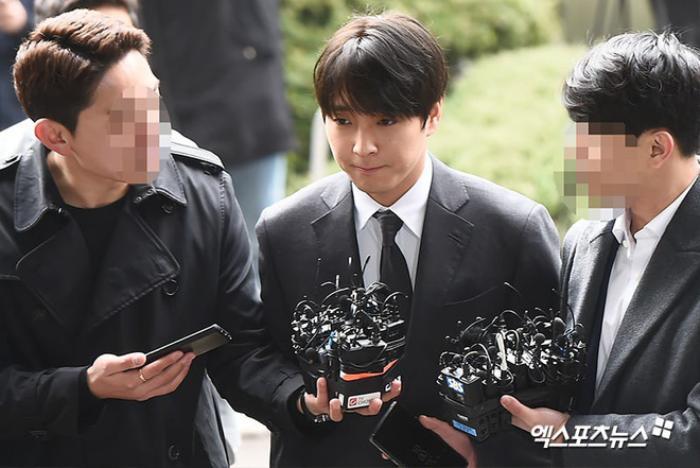 Choi Jong Hoon bật khóc xin lỗi Seungri trong phiên tòa xét xử trong quân đội Ảnh 2