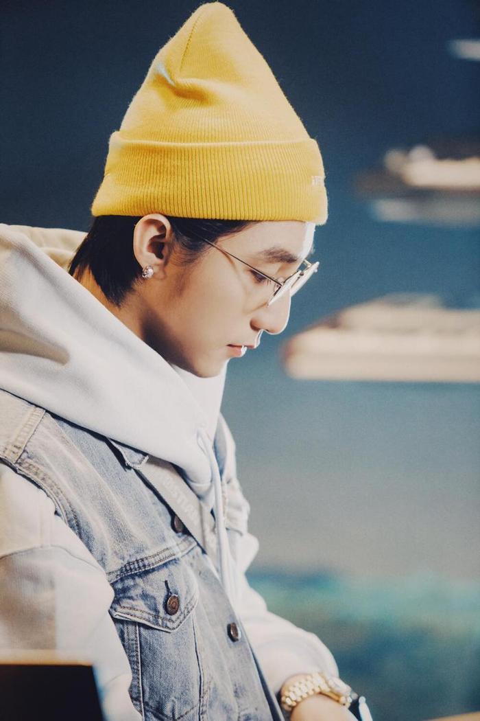 'Muộn rồi mà sao còn' đạt thành tích 'khủng', Sơn Tùng hào phóng nhá luôn bài mới trong album 'Chúng ta' Ảnh 2