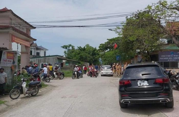 Nghệ An: 2 người tử vong nghi bị bắn trước cổng nhà Ảnh 1