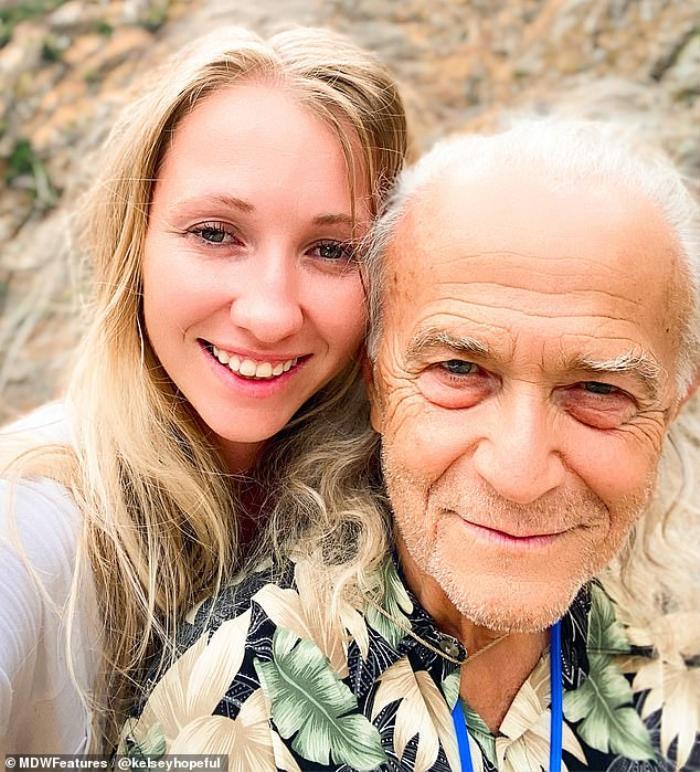 Chuyện tình 'ông cháu' chênh nhau 48 tuổi: ' Tôi khóc không phải vì lời đàm tiếu mà sợ mất anh ấy' Ảnh 4