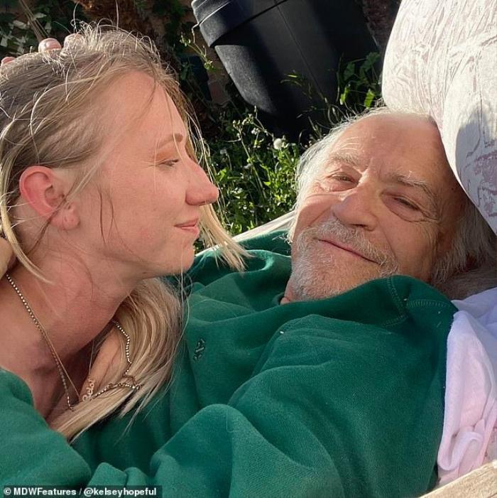 Chuyện tình 'ông cháu' chênh nhau 48 tuổi: ' Tôi khóc không phải vì lời đàm tiếu mà sợ mất anh ấy' Ảnh 2