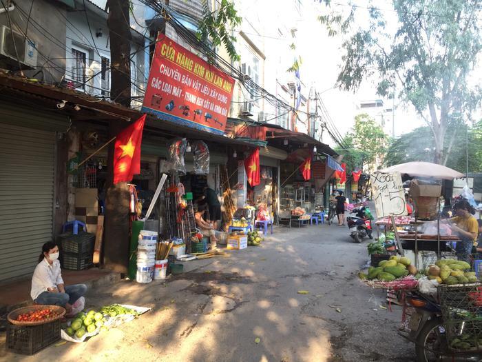 Việt Nam trong tim ta: Rực rỡ cờ đỏ sao vàng trên từng mái nhà góc phố Ảnh 3